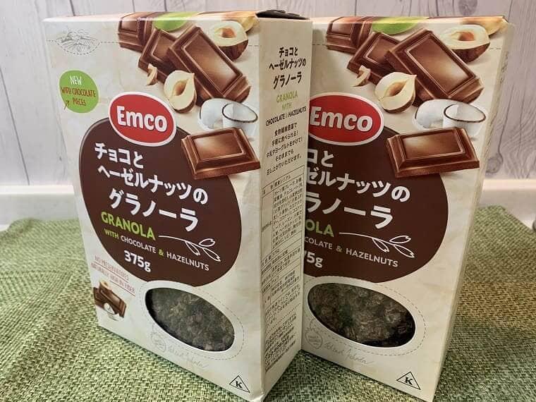 2箱並んだ業務スーパーのチョコとヘーゼルナッツのグラノーラ