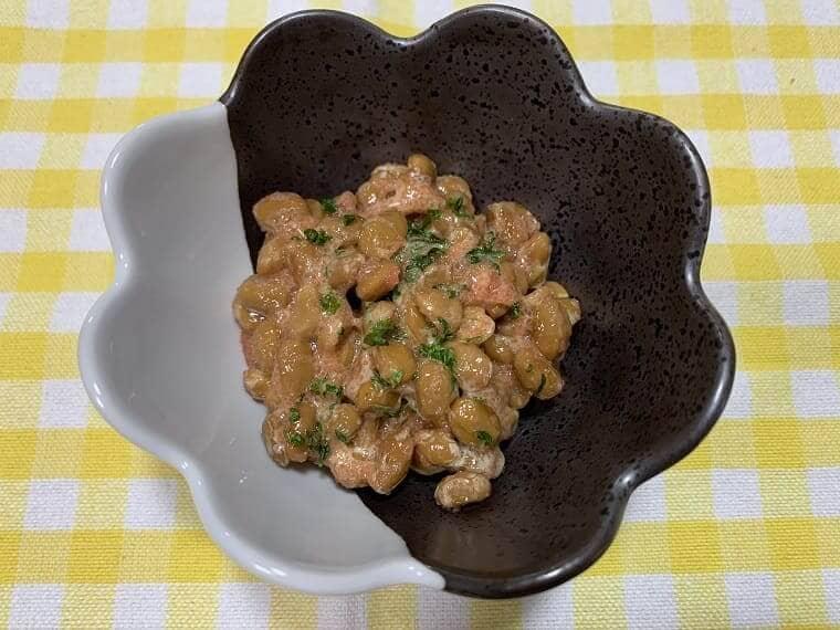 業務スーパーの納豆に辛子明太子を混ぜた写真