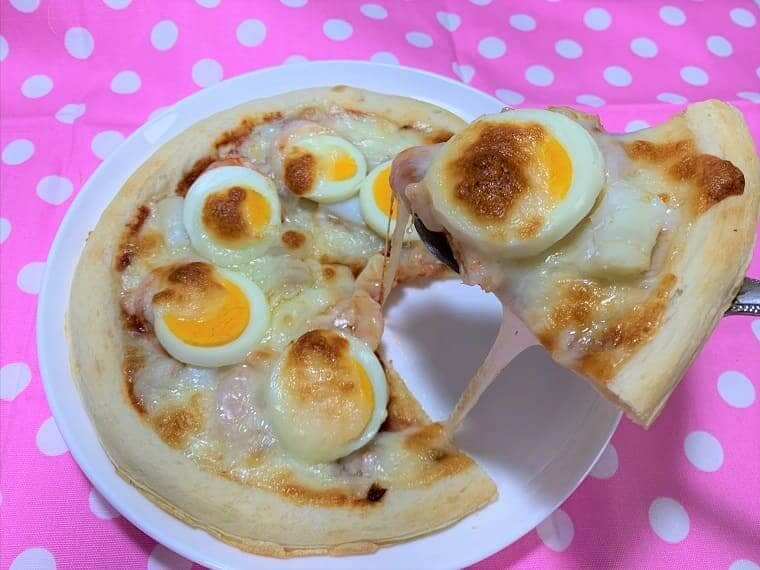 業務スーパーのピザ生地とピザソースで作ったシーフードピザ