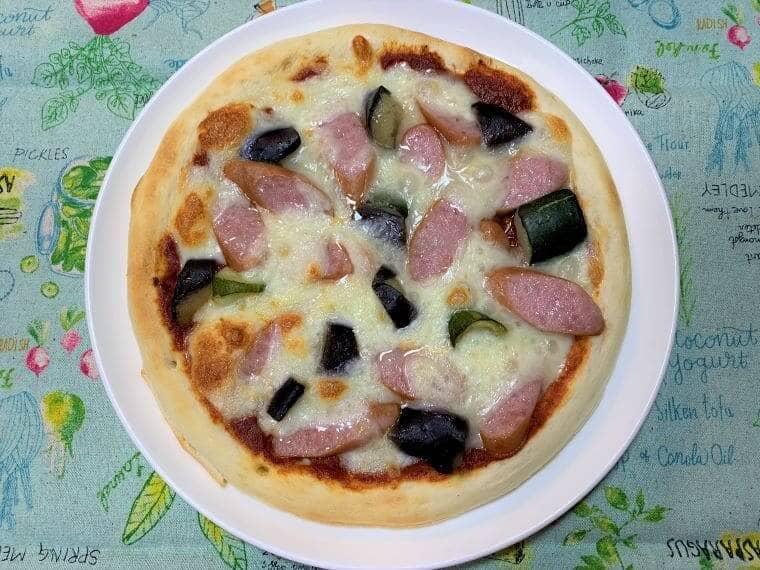 業務スーパーの冷凍揚げ茄子で作った夏野菜ピザ