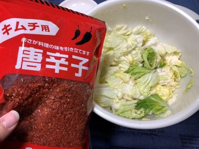 業務スーパーの唐辛子と白菜の写真