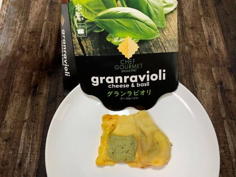業務スーパーのラビオリチーズ&バジルの写真