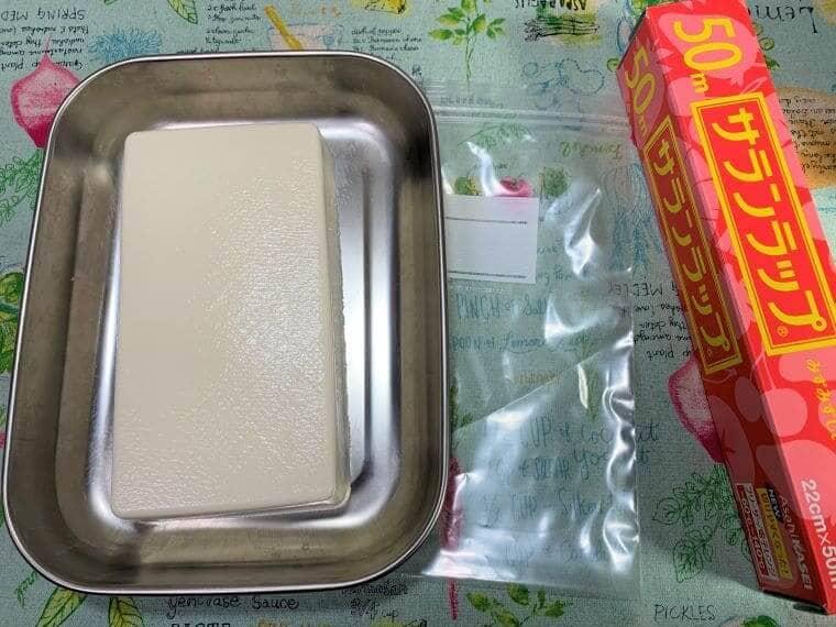 業務スーパーの豆腐とラップとポリ袋