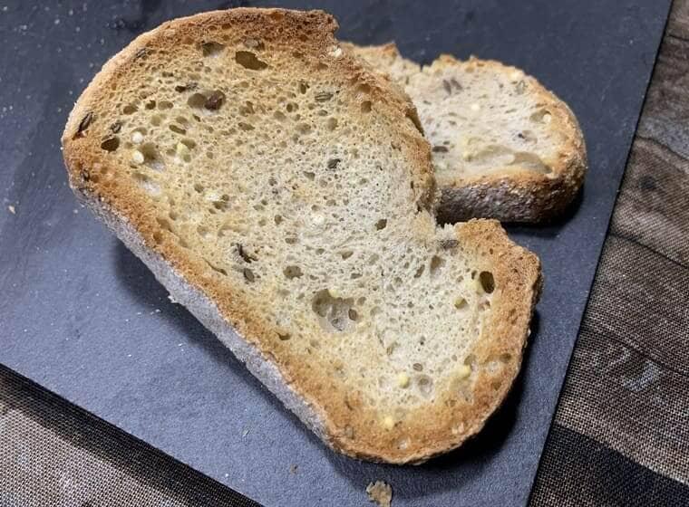 トースターで焼いた業務スーパーの冷凍フランスパン